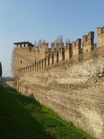 Castelvecchio, Walls, Blackbirds, Verona