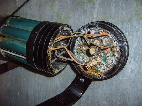 Short Circuit, Corrosion, Rust, Dive Light, Battery