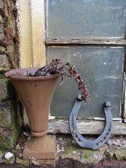 Horseshoe, Withered, Rusty, Wooden Windows, Barn, Vase