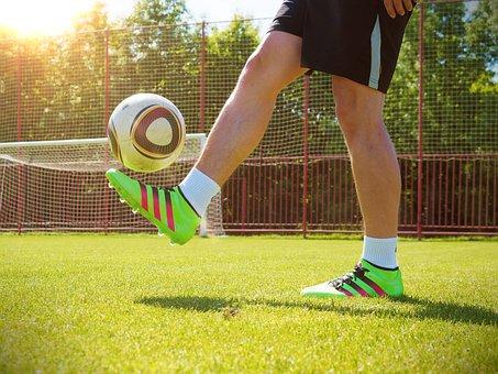 Man, Hrajícífotbal, Playing, Football, Balloon