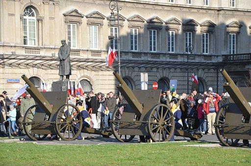 Warsaw, Piłsudski Square, Independence Day, Cannon