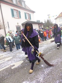 The Witch, Alemannic Fasnet, Customs, Straw Broom