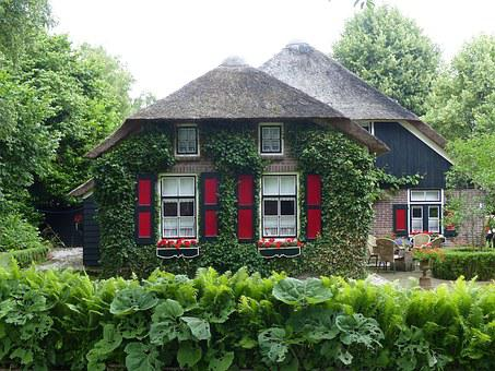 Idyllic Thatched Cottage, Giethoorn, Netherlands