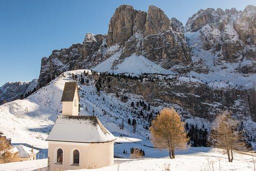 South Tyrol, Dolomites, Chapel, Val Gardena Yoke