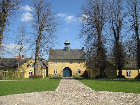 Gatehouse, Mecklenburg, Jersbek, Historically, Building