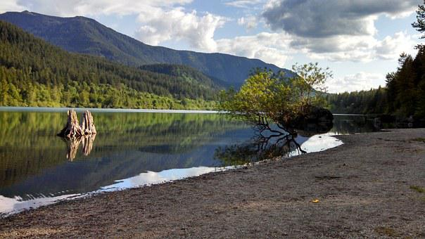 Rattlesnake Lake, North Bend, Washington, Mountains