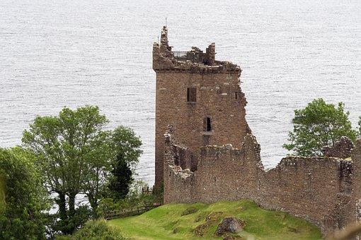 Urqhart Castle, Loch Ness, Drumnadrochit, Scotland