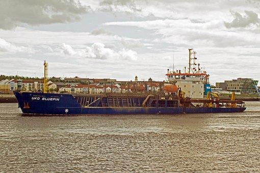 Dredger, River Tyne, Sea