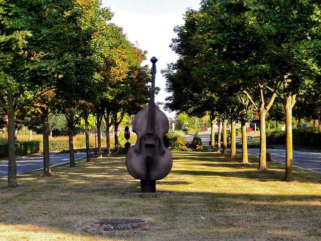 Truchtersheim, France, Violin, Monument, Sculpture