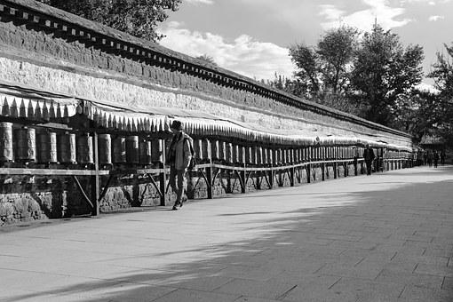 Potala Square, Passers, Prayer Wheel