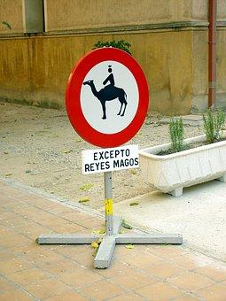 Magi, Traffic Signal, Forbidden To Go, Camels