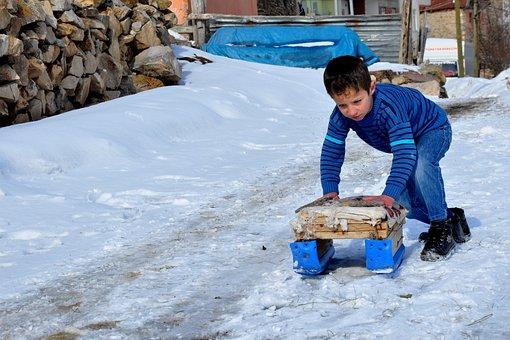Turkey, Gümüşhane, Yağmurdere, Snow, Child, Game