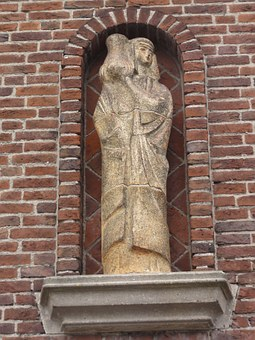 Hertogenbosch, Gevelbeeld, Emmaplein, Sculptures