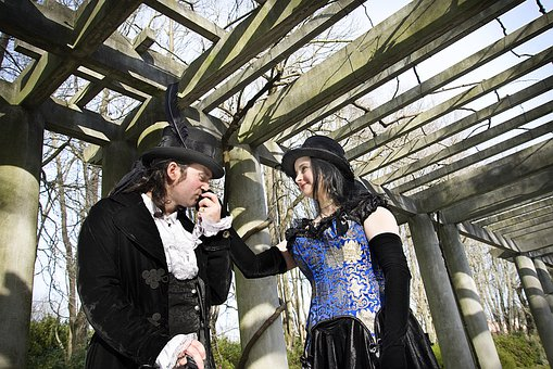 Gothic, Casal, Columns, Kiss On The Hand, Pose