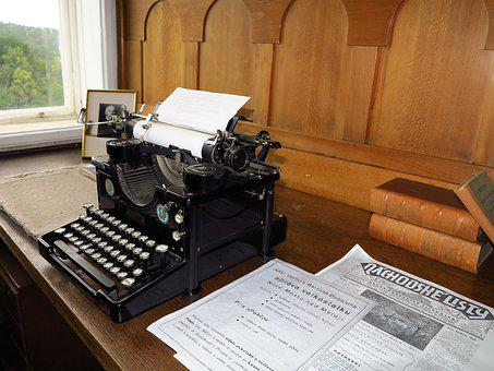 Typewriter, Castle, Nove Mesto Nad Metuji, Architecture