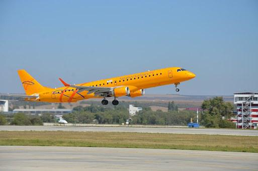 Plane, Embraer 190 Ar, Saratov Airlines, Airport