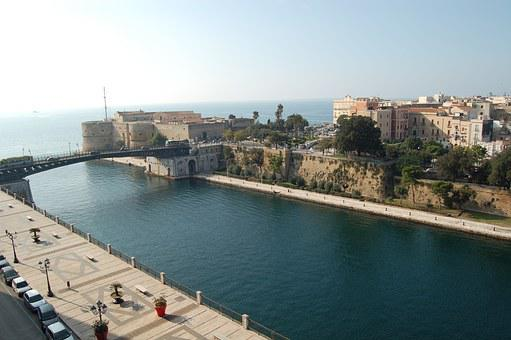 Taranto, Waterway, Aragonese Castle