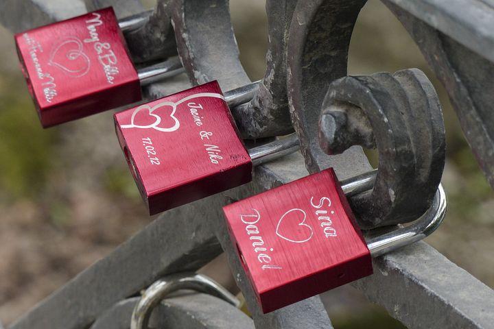 Hanging, Red, Locks, Engravings, Relationship, Love