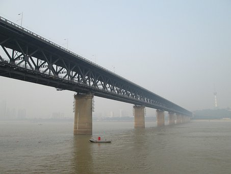 Wuhan Yangtze River Bridge, Building, The Yangtze River