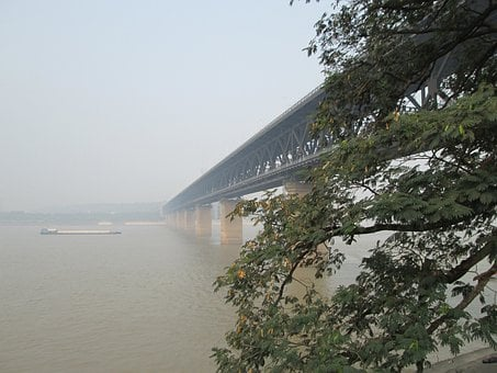 Wuhan Yangtze River Bridge, Building, The Yangtze River