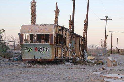 House On Wheels, California, Trash, Van, To Destroy