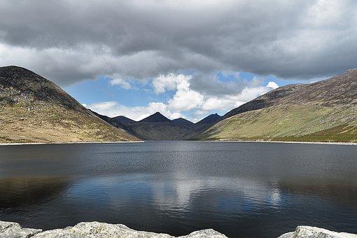 Quiet Valley, Northern Ireland, Mountains