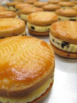 Raisin Sandwich, Cake, Baked Goods, Tart, Food, Sugar
