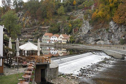 Czech Republic, Cesky Krumlov Castle Loop