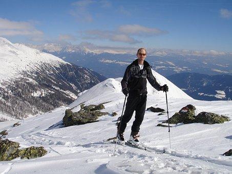 Skitouren Goers, Backcountry Skiiing, Ski Touring