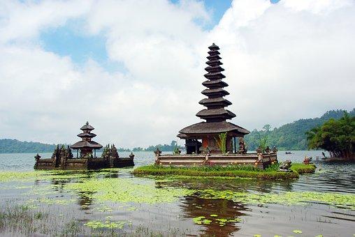Indonesia, Bali, Ulun Danu, Bratan Lake, Temple