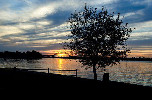 Sunset, Delaware River, Tree