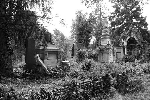 Old Jewish Cemetery, Vienna, Broken Tombs