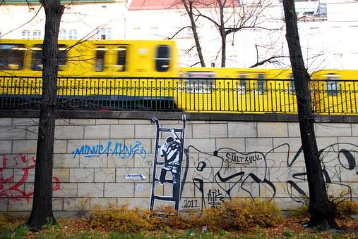 Street Art, Subway, U2, Berlin, Yellow Train