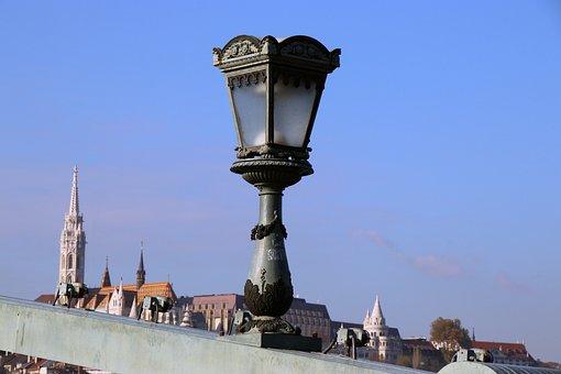 Budapest, Chain Bridge, Chandelier