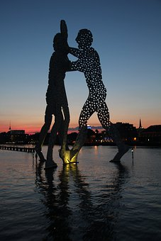 Molecule Men, Berlin, Spree, Treptower Park, Sculpture