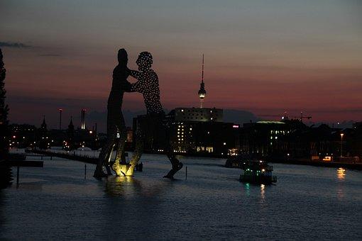 Berlin, Molecule Men, Spree, Treptow, Abendstimmung