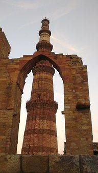 Qutab Minar, Qutb Minar, Qutubuddin Aibak