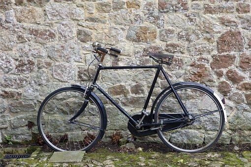 Traditional Bicycle, Rusty Handlebars, Black