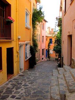 Street, Collioure, Pyrénées-orientales, France