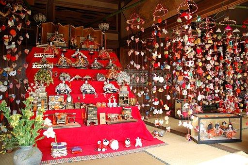 Higashiizu-cho, Inatori, The Hanging Shi Chick, Local