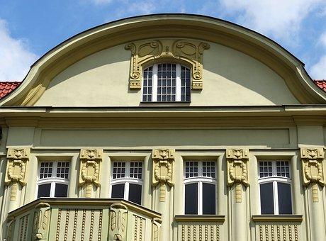 Mickiewicza Street, Bydgoszcz, Gable, Building, Facade