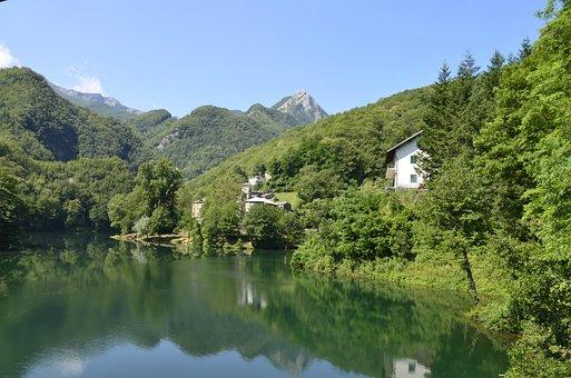 Garfagnana, Isola Santa, Lake, Tuscany, Italy, Summer