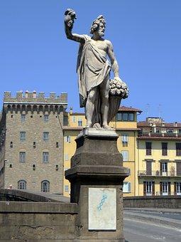 Italy, Tuscany, Florence, Piazza Frescobaldi, Statue