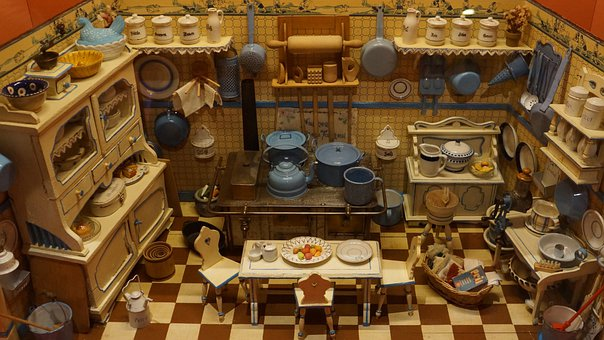 Old Doll's House, Historical, Doll House Furniture