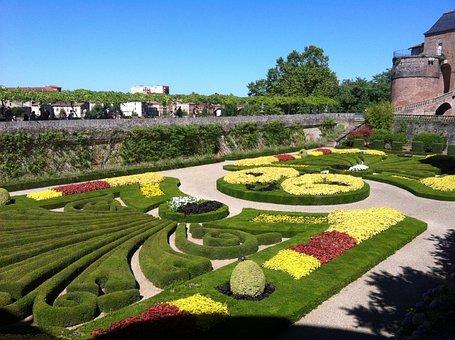 Albi Castle, Garden, Courtyard
