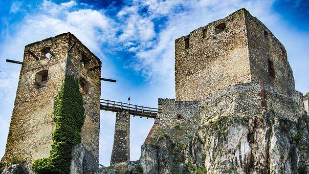 Castle, Csesznek, Vár, Medieval, History, Hill, Sky