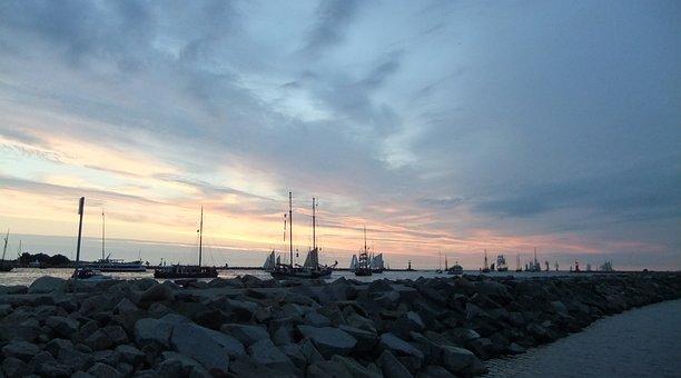 Sailboat, Chandler Motion, Warnemunde, Pier, Beach