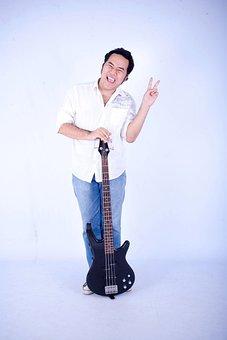 Bassist, Sophist, Atheist, Guitar, Musiciant