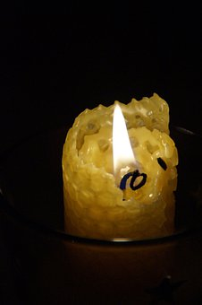 Beeswax, Beeswax Candle, Candle, Burn, Flame, Hot, Cozy