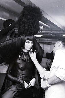 Avant-garde, Hairstyle, Backstage, Model, Female
